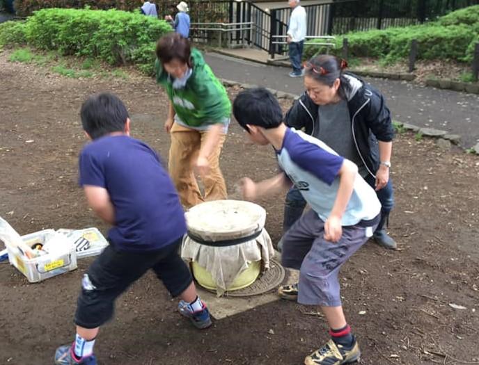 石神井プレーパーク写真(ベーゴマ)