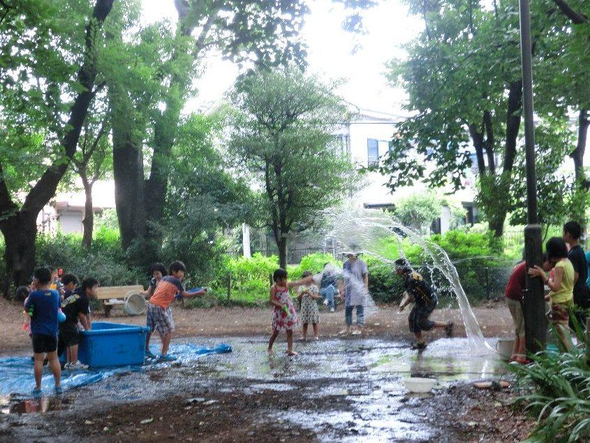 石神井プレーパーク写真(水遊び)